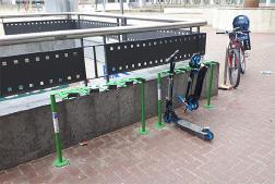 S'instal·len dos aparcapatinets a la plaça del Penedès de Vilafranca
