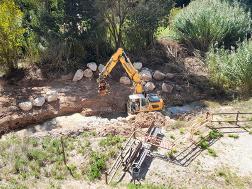 Acaben els treballs de reparació del mur de rocalla del carrer Major de Torrelavit